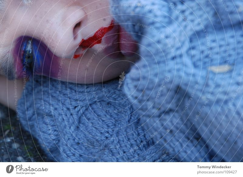 Schock Kind Nasenbluten Seitenlage Heftpflaster verbinden Gesundheitswesen Sanitäter Wunde Versorgung gefährlich Unfall Zellstoff Rettung Autounfall Verkehr