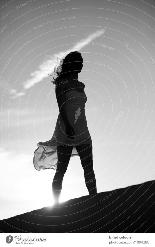 défiler Frau schön Sommer Kunst Mode Horizont Zufriedenheit Idylle Wind ästhetisch Kreativität einzigartig Kleid dünn Model Reichtum