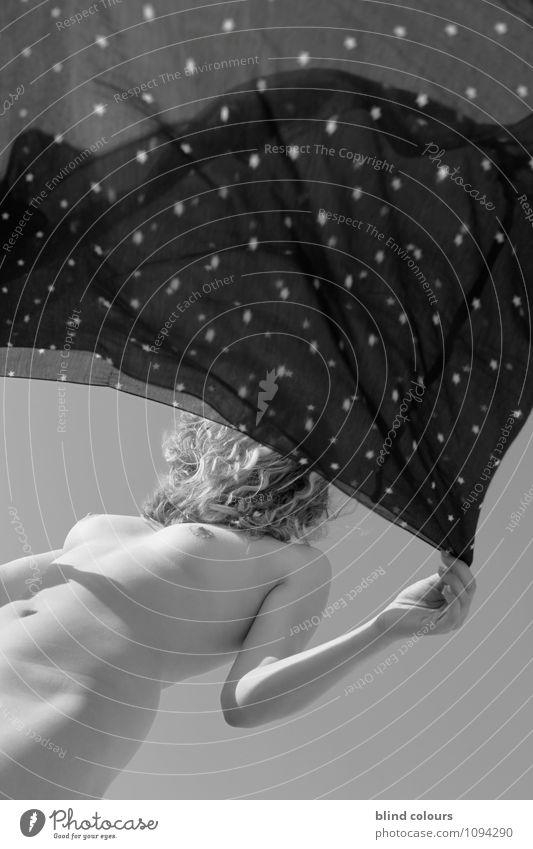 disperser quatre Frau nackt Weiblicher Akt Erotik Haare & Frisuren Kunst Zufriedenheit Wind ästhetisch Frauenbrust wehen Kunstwerk Phantasie Tuch himmelwärts