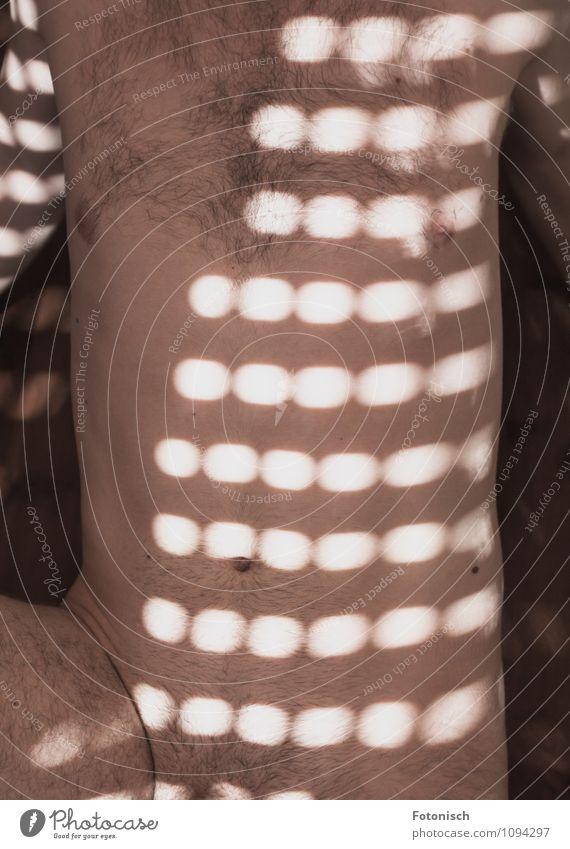 ganz nackt Mensch maskulin Junger Mann Jugendliche Erwachsene Brust Bauch Scham 1 18-30 Jahre Behaarung Erotik frech dünn Sex Rollladen Farbfoto Innenaufnahme