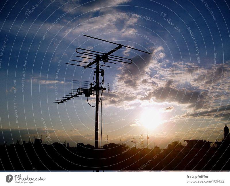 antenne Antenne Wolken Friedrichshain Dach Horizont Himmel Berlin Sonne Skyline blau Fernsehturm