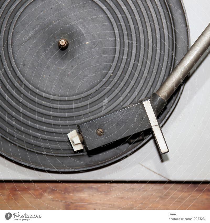 HMV | Gummitwistandshout Musik Musik hören Plattenspieler Medien Holz Metall Kunststoff Linie Furche kreisrund Kreis liegen alt Erfolg historisch Leidenschaft