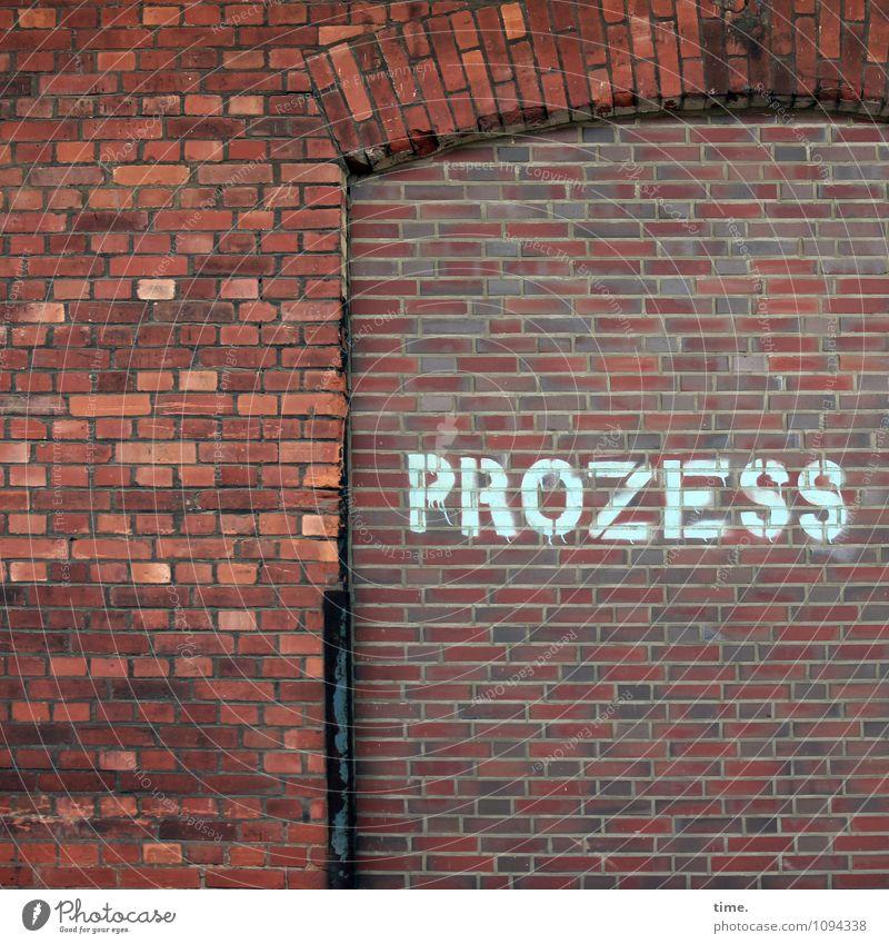 alles fließt und warum auch nicht | zeitlos Industrieanlage Mauer Wand Stein Backstein Schriftzeichen Graffiti dunkel trashig Stadt Gelassenheit geduldig