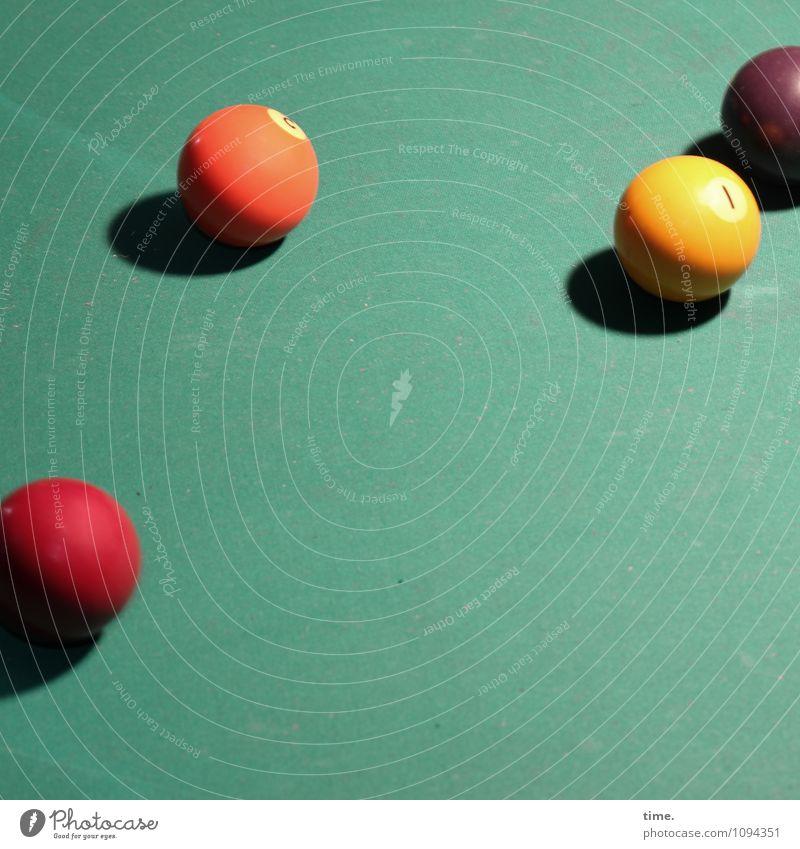 HMV | Rampenlicht Sport Billard Billardkugel phenolharz liegen Spielen fest mehrfarbig Design Erwartung Konzentration Perspektive Dienstleistungsgewerbe planen