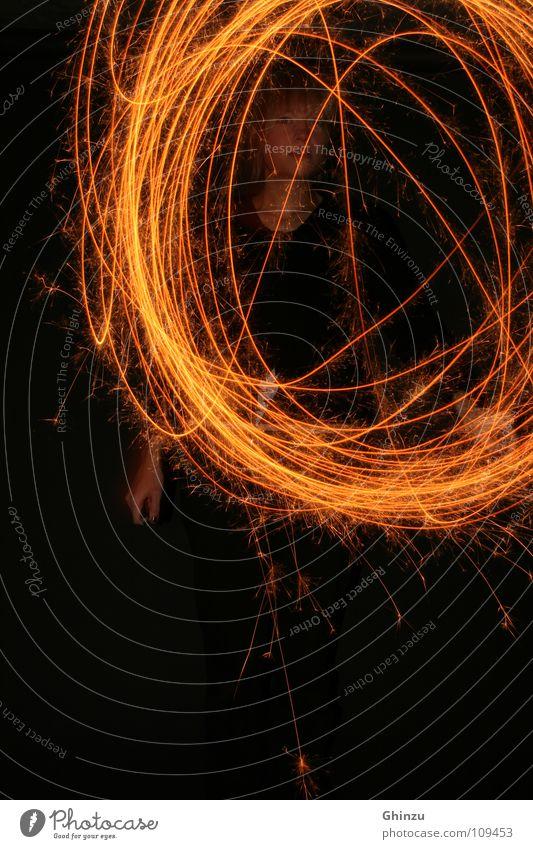 Burn Baby Burn Frau schwarz Erwachsene gelb dunkel Gefühle Bewegung Stil orange Design Geschwindigkeit leuchten Kreis rund Kreativität Physik