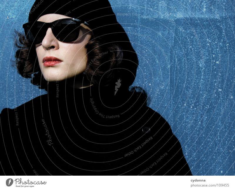 Angel inkognito I Mensch Frau Natur schön dunkel schwarz Herbst natürlich Stil Mode Wetter sitzen stehen Dinge Mund retro