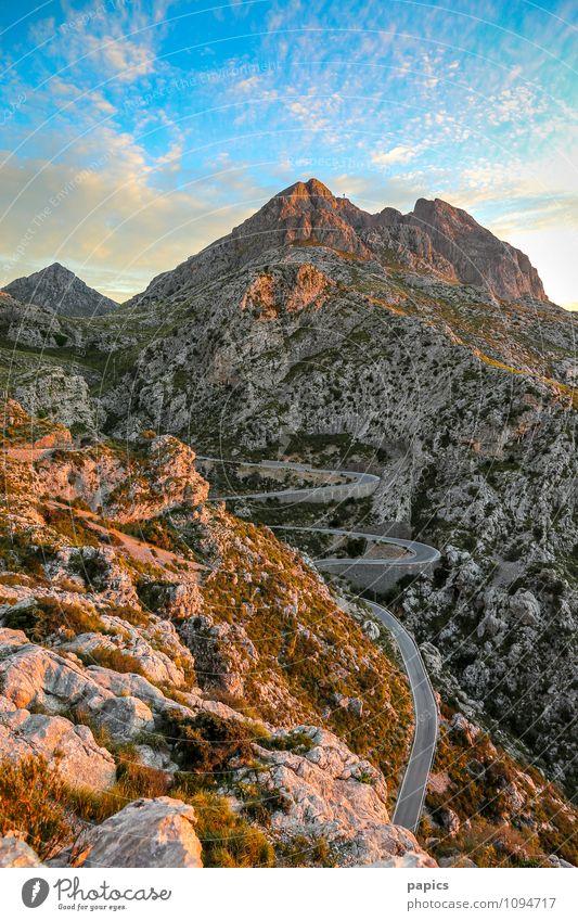 Road to Sa Calobra... Umwelt Natur Landschaft Himmel Wolken Sommer Sträucher Felsen Berge u. Gebirge Wüste Stimmung Mallorca Farbfoto Außenaufnahme Menschenleer