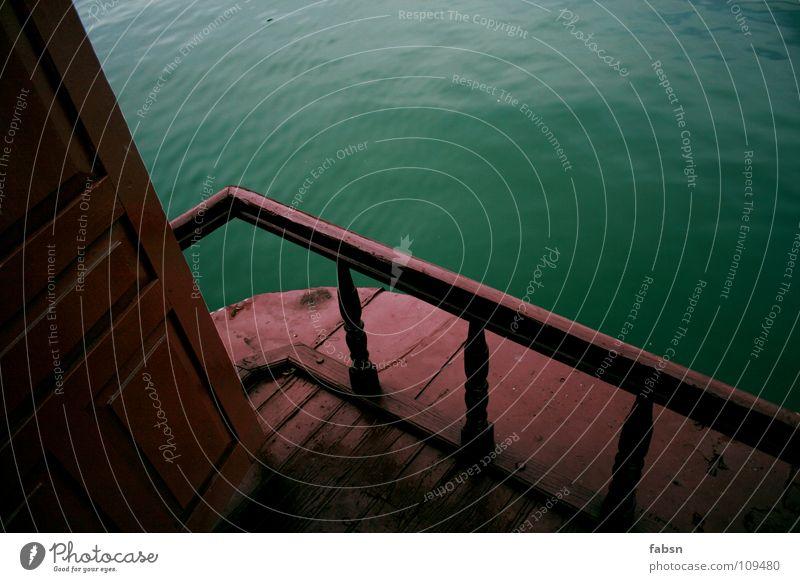 THE BAY Wasserfahrzeug Meer grün rot Schiffsbug Holz Vergänglichkeit Detailaufnahme Sommer Asien boat sea ocean Tür Lack alt Paradies