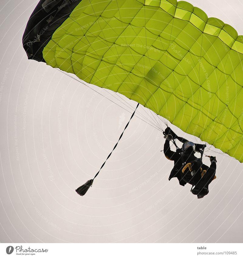 Überflieger Fallschirmspringen Helm Sport Fixer Pilot Flugzeug gelb Wolken Abenteuer Mann Flugplatz Profi Freizeit & Hobby Fallschirmspringer Aktion Freude