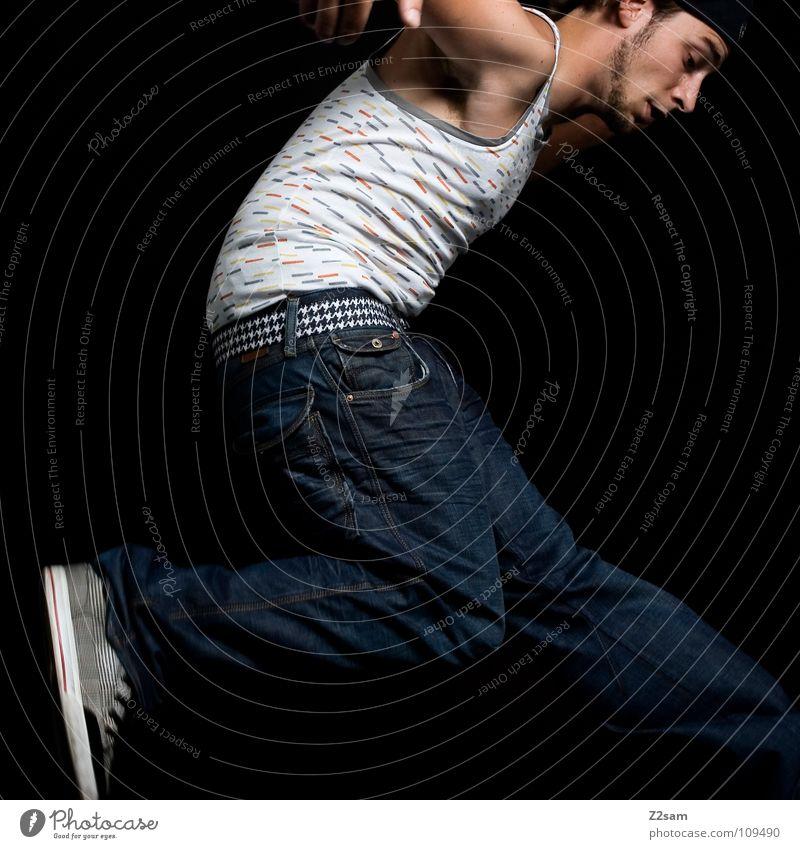 jump, jump! *666* springen Schuhe Hose Muskelshirt Mann maskulin Muster weiß schwarz dunkel Aktion Luft Stil lässig hoch Beine Jeanshose Mensch blau Bewegung