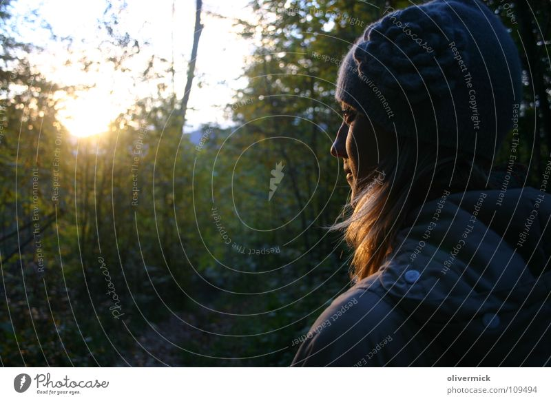 mein engel im wald Frau Stimmung Wald grün Sonnenuntergang Licht Herbst Zufriedenheit Naturliebe Waldspaziergang Blatt Baum ruhig Freude gold goldenes haar