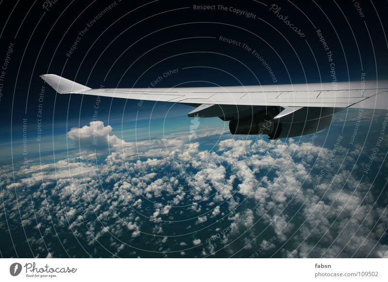 ON A PLANE III Himmel Wolken Ferne kalt Freiheit hell Angst Flugzeug fliegen frei hoch Geschwindigkeit Luftverkehr Asien Flügel Vertrauen