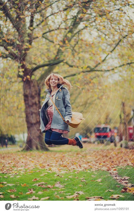 Springen Lifestyle Leben harmonisch Wohlgefühl Zufriedenheit Freizeit & Hobby Spielen Ferien & Urlaub & Reisen Tourismus Ausflug Mensch feminin 1 Schönes Wetter