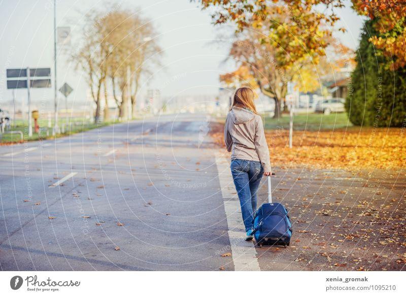 am Flughafen Mensch Ferien & Urlaub & Reisen Sonne Freude Ferne Umwelt Leben Reisefotografie feminin Freiheit Lifestyle Freizeit & Hobby Zufriedenheit Idylle