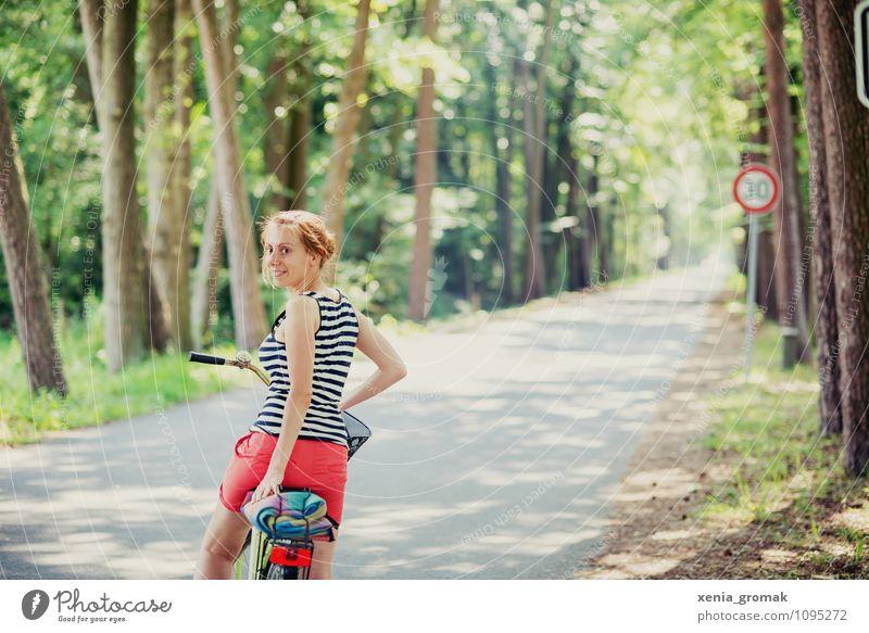 der Weg Mensch Ferien & Urlaub & Reisen Sommer Sonne Erholung Ferne Leben feminin Sport Gesundheit Freiheit Lifestyle Freizeit & Hobby Tourismus Fahrrad Ausflug