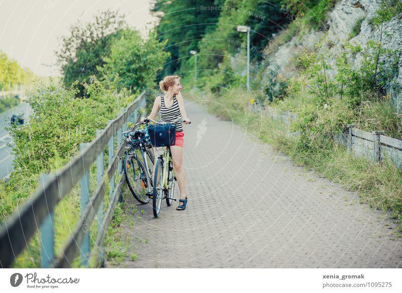 Fahrradtour Mensch Ferien & Urlaub & Reisen Sommer Freude Gesunde Ernährung Ferne Umwelt feminin Spielen Gesundheit Freiheit Lifestyle Freizeit & Hobby