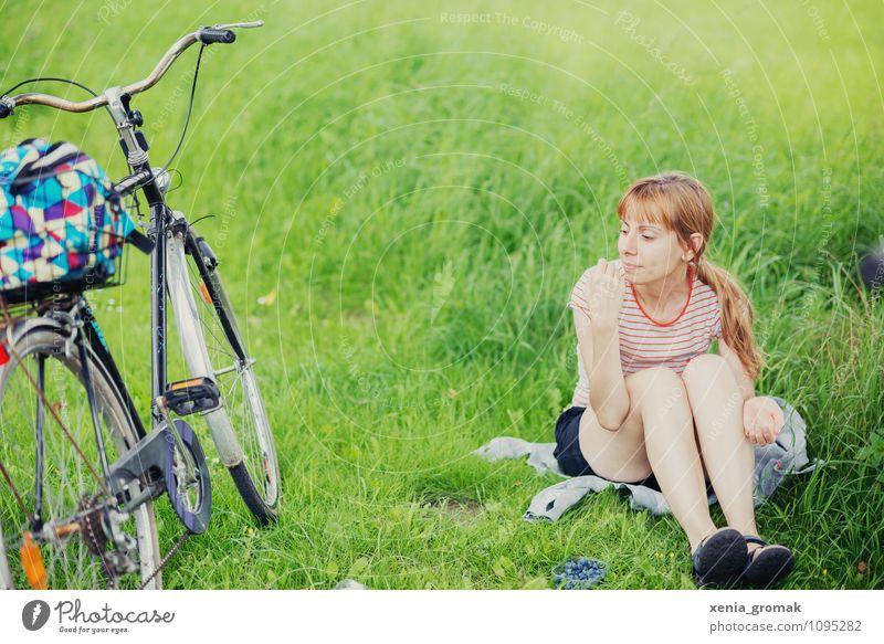 eine Pause.. Mensch Natur Ferien & Urlaub & Reisen Sommer Sonne Erholung ruhig Ferne Umwelt Leben feminin Gras Spielen Freiheit Freizeit & Hobby Zufriedenheit