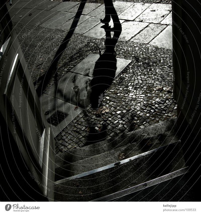 frau schröder (Teil 2) (danke jealous sky) schwarz Stein Tür offen laufen Spaziergang Bürgersteig Laterne Verkehrswege Ladengeschäft Eingang Straßenbelag