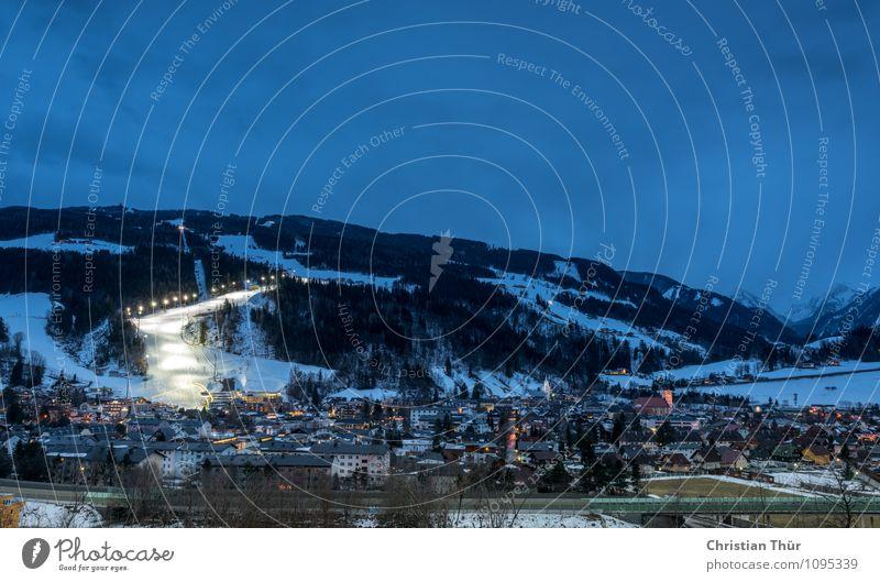 Night Skiing Ferien & Urlaub & Reisen Stadt Erholung Haus Winter Berge u. Gebirge Architektur Schnee Sport Gebäude Tourismus Eis leuchten Schönes Wetter Gipfel