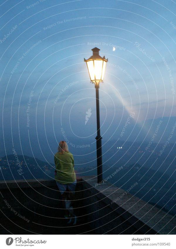 Sehnsucht Laterne Frau Nacht Lampe träumen Trauer Verzweiflung