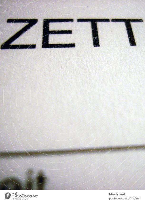 Hommage Papier Zellstoff Buchstaben Wort sehr wenige schwarz weiß Brief Faser Linie Typographie graphisch Makroaufnahme Nahaufnahme Medien Kommunizieren Druck