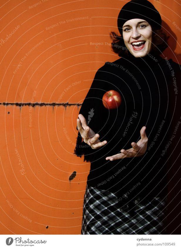 All about Eve XVII Frau Mensch Natur schön rot schwarz Herbst Ernährung Lebensmittel Stil lachen Mode Wetter Mund Frucht sitzen