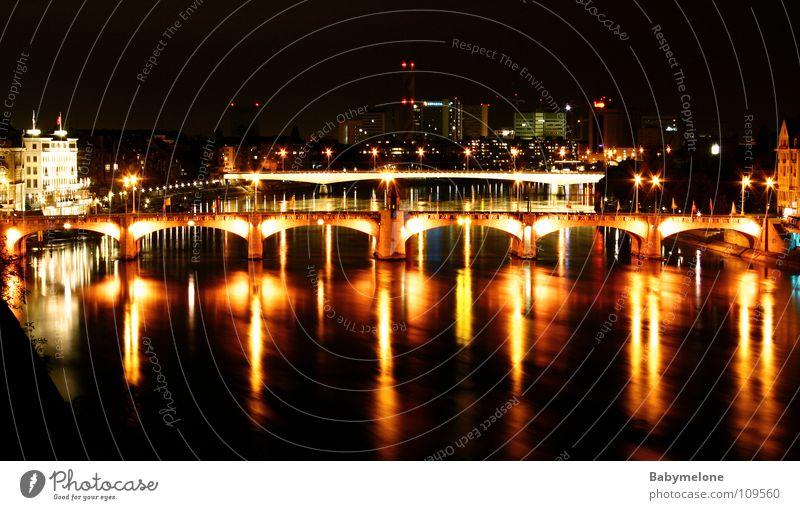 Die Mittlere Brücke... Wasser Stadt rot Haus gelb dunkel hell Beleuchtung Verkehr Abenddämmerung Rhein Nachtaufnahme Schweiz