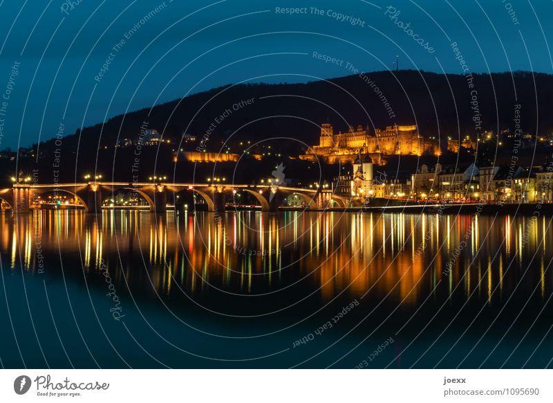 Abendlicher Blick über den Neckar auf die Schlossruine Heidelberg Städtereise Fluss Ruine Brücke Sehenswürdigkeit Denkmal alt historisch blau mehrfarbig schwarz