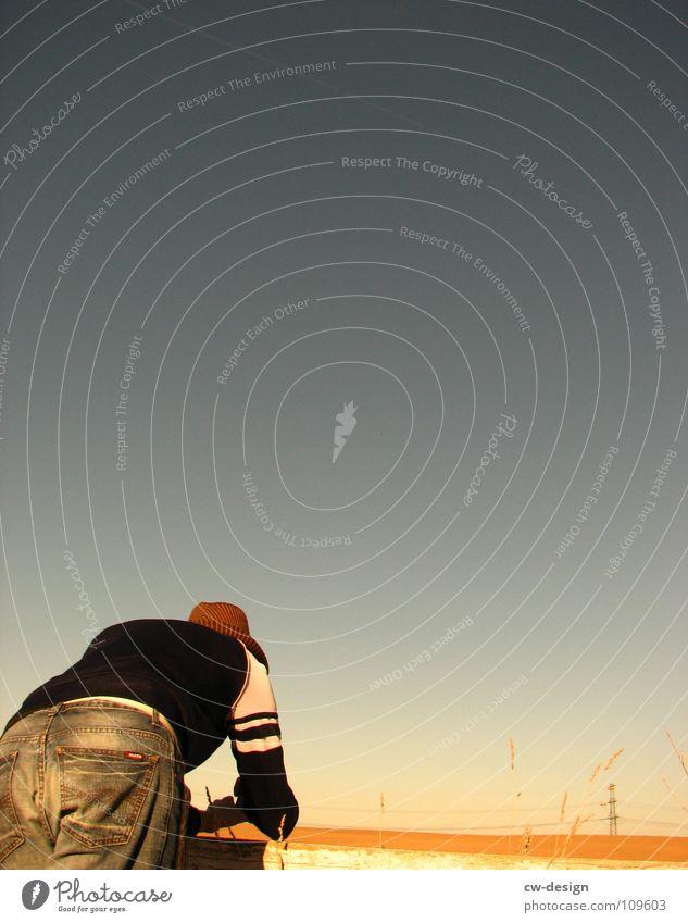 arschparade Mensch Himmel Natur Jugendliche Sonne Freude Farbe Blatt Ferne dunkel Graffiti Herbst Spielen Gefühle grau klein