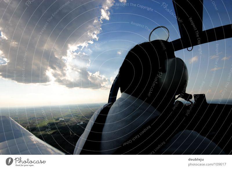 fliegen ist schön Mensch Himmel weiß Sonne blau Freude Ferien & Urlaub & Reisen Wolken sprechen oben Bewegung Landschaft Beleuchtung Flugzeug fliegen frei