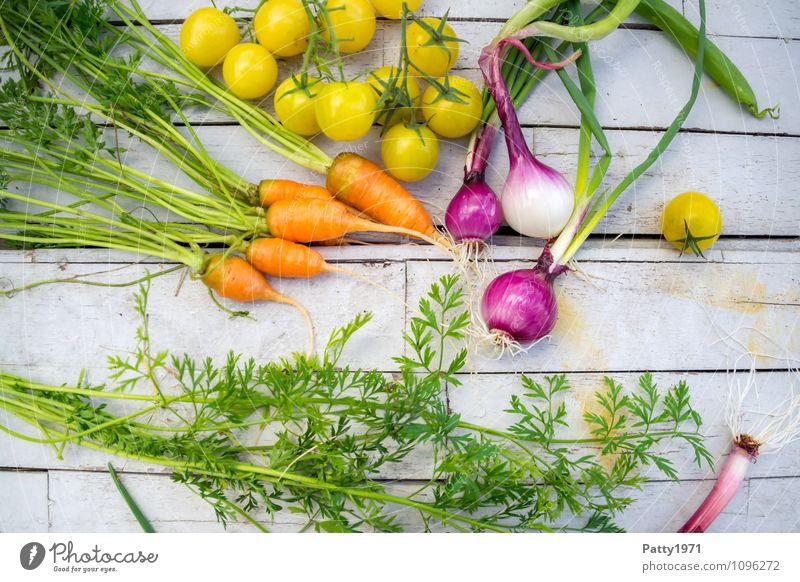 frisches Gemüse grün gelb Gesundheit Lebensmittel orange genießen Bioprodukte Vegetarische Ernährung Tomate Möhre Zwiebel