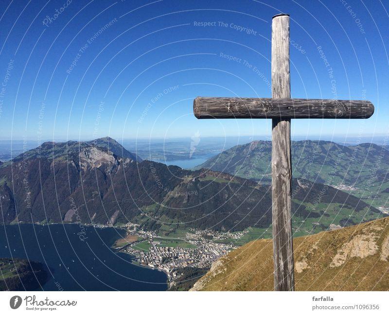 Up in the mountains Natur Landschaft Himmel Hügel Felsen Alpen Berge u. Gebirge See Stein Zeichen Kreuz Lebensfreude Kraft schön ruhig Glaube Sehnsucht Fernweh