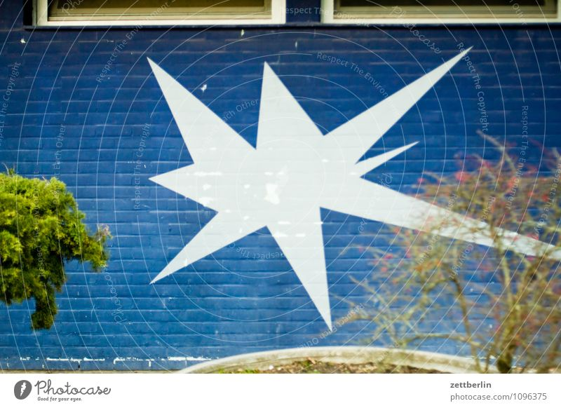 Stern blau Farbe weiß Haus Wand Graffiti Gebäude Mauer Kunst Spitze Textfreiraum Stern (Symbol) Grafik u. Illustration Feuerwerk Zacken Fensterbrett