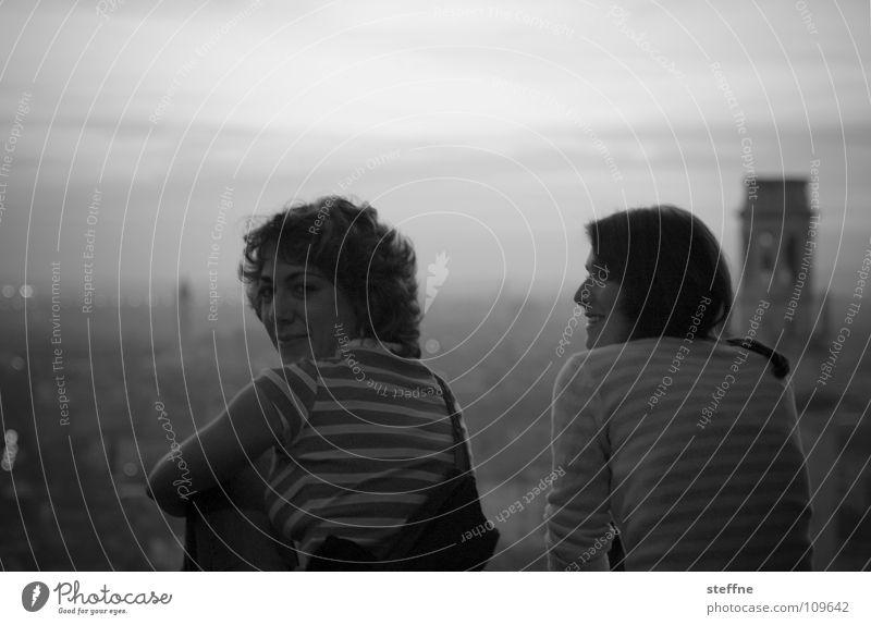 Giulietta e Giulietta Verona Porträt schwarz weiß grau Frau Dame Stadt Italien Sonnenuntergang Romantik Stimmung 2 Unendlichkeit Schwarzweißfoto Romeo und Julia