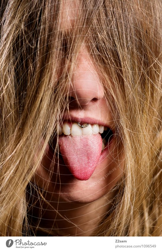 BÄÄÄHHH Jugendliche schön Junge Frau 18-30 Jahre Erwachsene feminin lustig Stil Glück Haare & Frisuren Lifestyle blond authentisch Lächeln Mund einzigartig