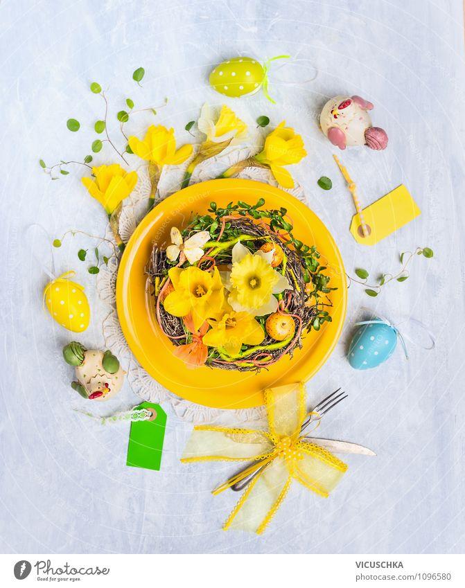 Gelbe Teller mit Ostern Eier und Dekoration Lifestyle Stil Design Leben Innenarchitektur Dekoration & Verzierung Tisch Feste & Feiern Natur Blume Ornament gelb