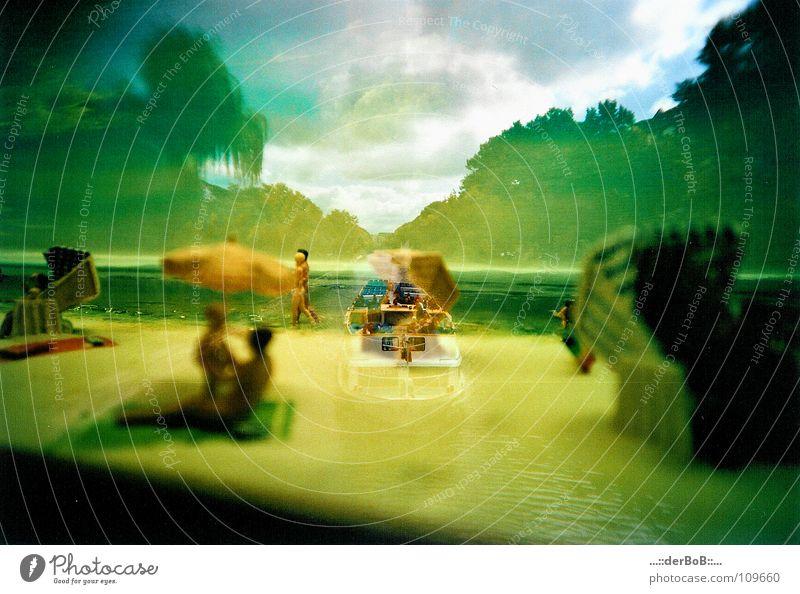 Geschichte trifft Neuzeit Strand gelb Farbe Küste Wasserfahrzeug analog Doppelbelichtung Surrealismus Strandkorb Lomografie