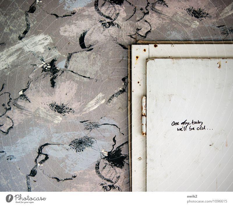Einsicht Mauer Wand Tür Tapete Tapetenmuster Türrahmen Scharnier Schriftzeichen Englisch alt Ermutigung Hinweis Schreibschrift Kritzelei lost places Farbfoto