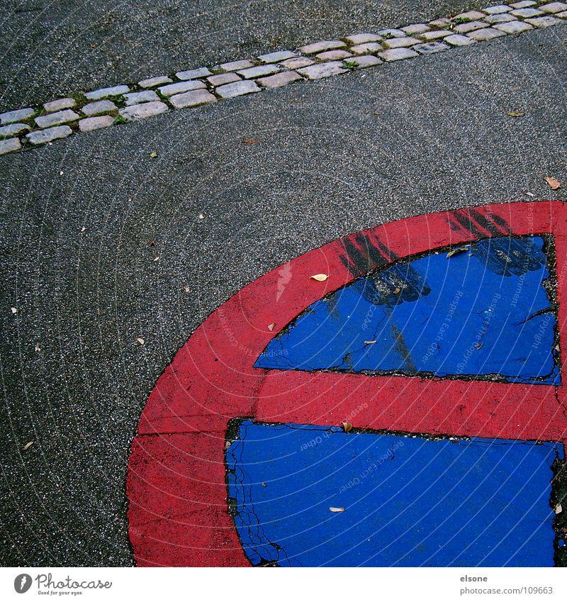 """::RED """"e"""":: blau rot grau Stein Wege & Pfade Linie Schilder & Markierungen Beton groß Eisenbahn Platz rund Buchstaben Spuren Zeichen Symbole & Metaphern"""