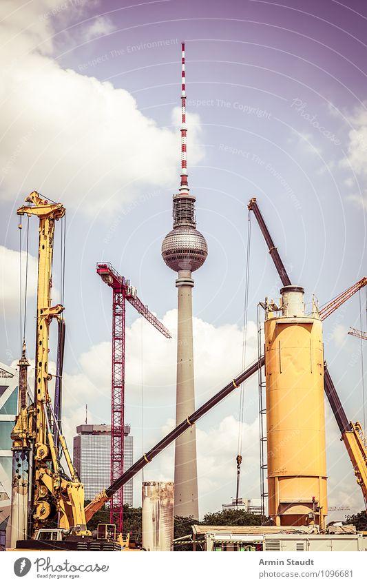Oma sagt: Berlin ist eine Baustelle II Himmel Ferien & Urlaub & Reisen Stadt Sommer gelb Stimmung Arbeit & Erwerbstätigkeit Design trist Tourismus hoch groß