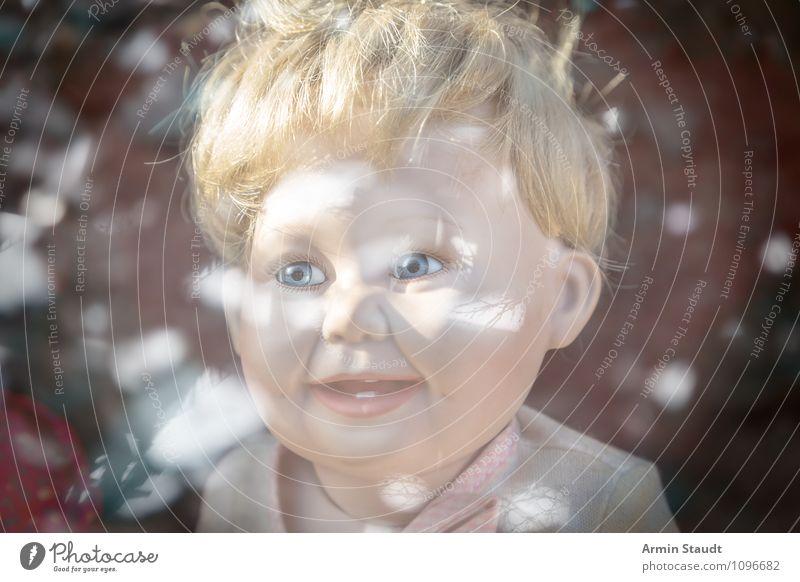 Puppenkopf (gruselig) mit Spiegelung Kind schön Freude Mädchen dunkel Gefühle Stil Junge Tod Spielen Lifestyle Kopf Design blond Kindheit Lächeln
