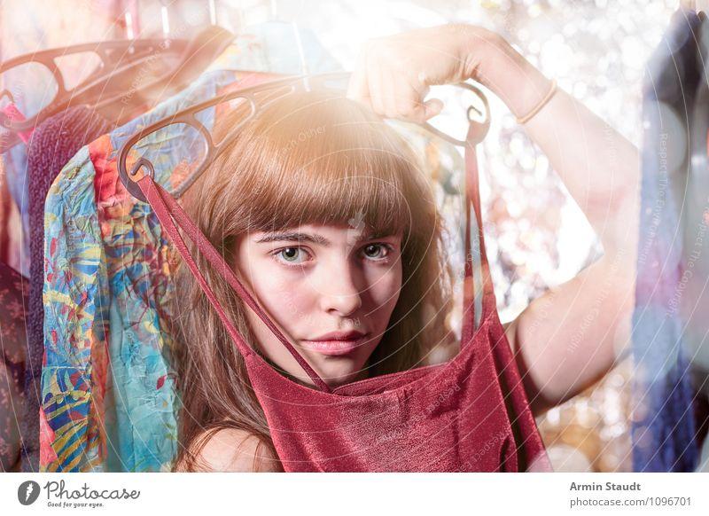 Neulich im Kleiderschrank X Mensch Frau Kind Jugendliche schön Junge Frau Erwachsene Beleuchtung feminin Stil Kopf Lifestyle Mode Zufriedenheit Design leuchten