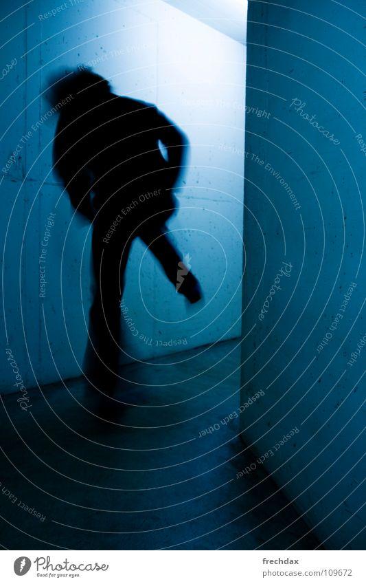 kUNFUG two Mensch Mann blau Farbe Wand Bewegung Beton Geschwindigkeit gefährlich Mitte Dynamik Lautsprecher Flucht Schwanz unheimlich Gang