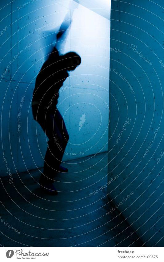 kUNFUG three Mensch Mann blau Farbe Wand Bewegung Beton Geschwindigkeit gefährlich Mitte Dynamik Lautsprecher Flucht Schwanz unheimlich Gang