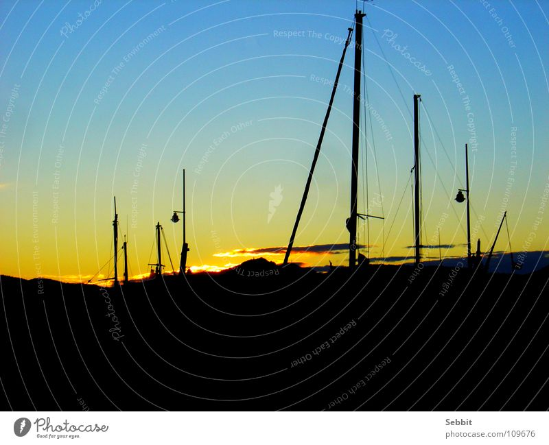 Sonnenuntergang im Hafen Himmel blau Erholung ruhig Strand gelb Küste Freiheit Wasserfahrzeug Verkehr Romantik Alpen Frankreich Reichtum Strommast