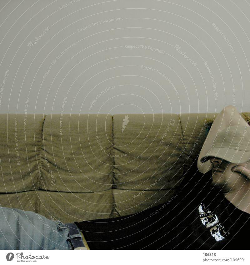 FALL'IN träumen schlafen ruhen Mittagsschlaf Sofa Mütze Siesta ungestört Physik faulenzen Denken fremd Ferne Wohnung Wohlgefühl Gefühle Energie sparen