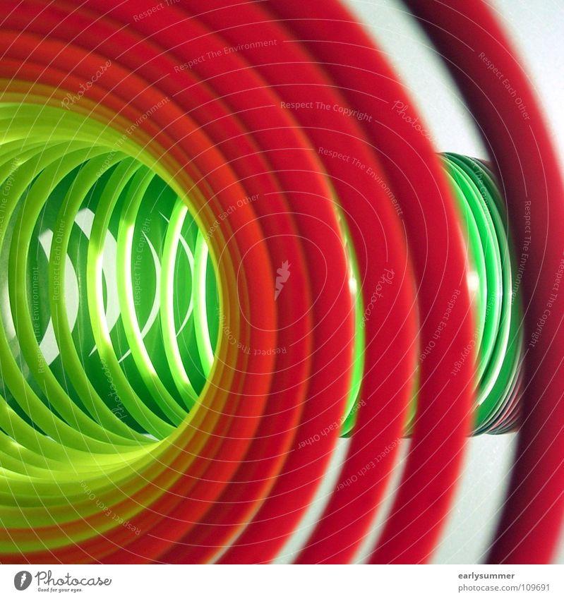 ab durch die Mitte Freude Schönes Wetter Tunnel lustig nah rund gelb grün violett rot Farbe Spirale Rolle regenbogenfarben obskur Farbfoto mehrfarbig