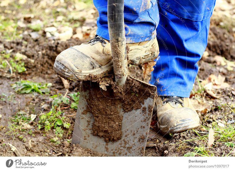 Jetzt gehts los Mensch Mann blau Erwachsene Gesundheit Beine Fuß Arbeit & Erwerbstätigkeit Freizeit & Hobby Zufriedenheit dreckig Kraft Gartenarbeit Tatkraft