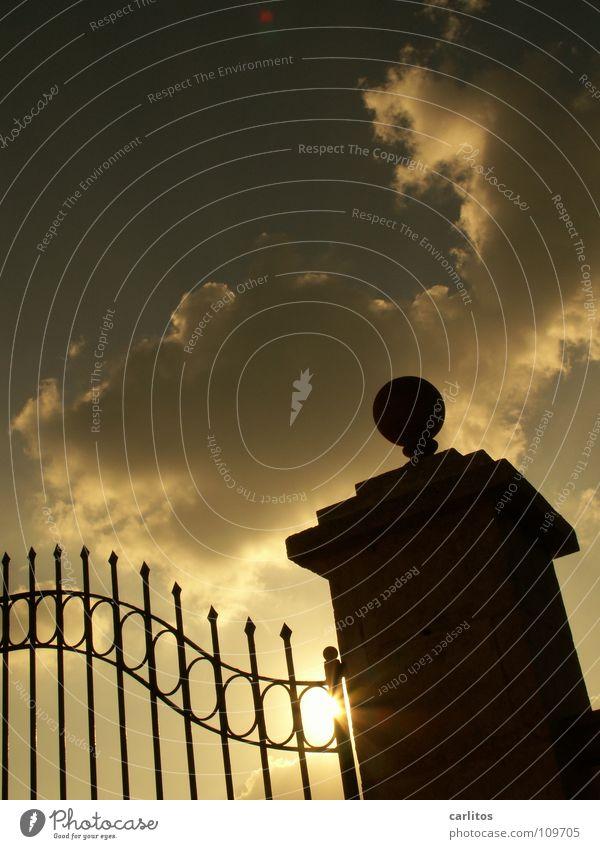 Hinter Gittern ... alt Sonne Ferien & Urlaub & Reisen ruhig Tür Erfolg verrückt geschlossen Sicherheit Schutz Burg oder Schloss Tor Reichtum Rost verstecken