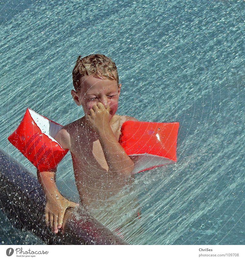 Augen zu und durch blau Wasser Ferien & Urlaub & Reisen Sommer Freude kalt Spielen Junge orange nass Schwimmbad Erfrischung silber spritzen Schwimmhilfe Bayern